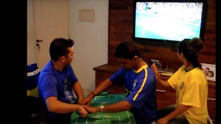 Brazil Fan Who Is Both Blind And Deaf Could See The World Cup Through This Interpreter's Ingenious Game BoardBrazil Fan Who Is Both Blind And Deaf Could See The World Cup Through This Interpreter's Ingenious Game BoardBrazil Fan Who Is Both Blind And Deaf Could See The World Cup Through This Interpreter's Ingenious Game Board