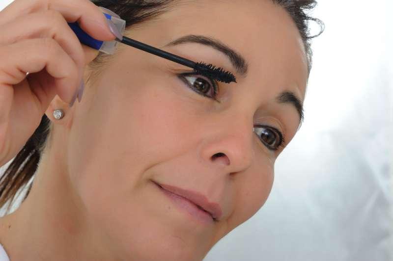 5 erreurs de maquillage classiques qui font paraître plus âgées les femmes de plus de 50 ans