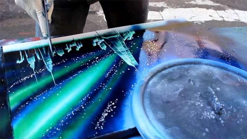 Dieser Straßenkünstler erzeugt in nur wenigen Minuten atemberaubende Effekte mit Hilfe ein paar Sprühdosen