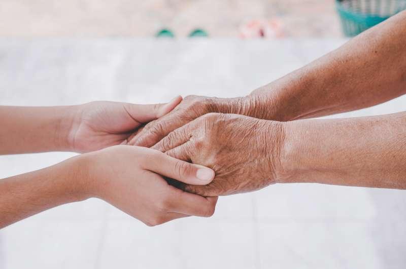 Der Geruch von alten Menschen beginnt in Ihren 30ern zu erscheinen. Informieren Sie sich darüber, was Sie dagegen tun können