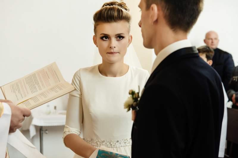 Des gens sont outragés par l'obsession d'une mariée à paraître belle pour son ex lors de son mariage