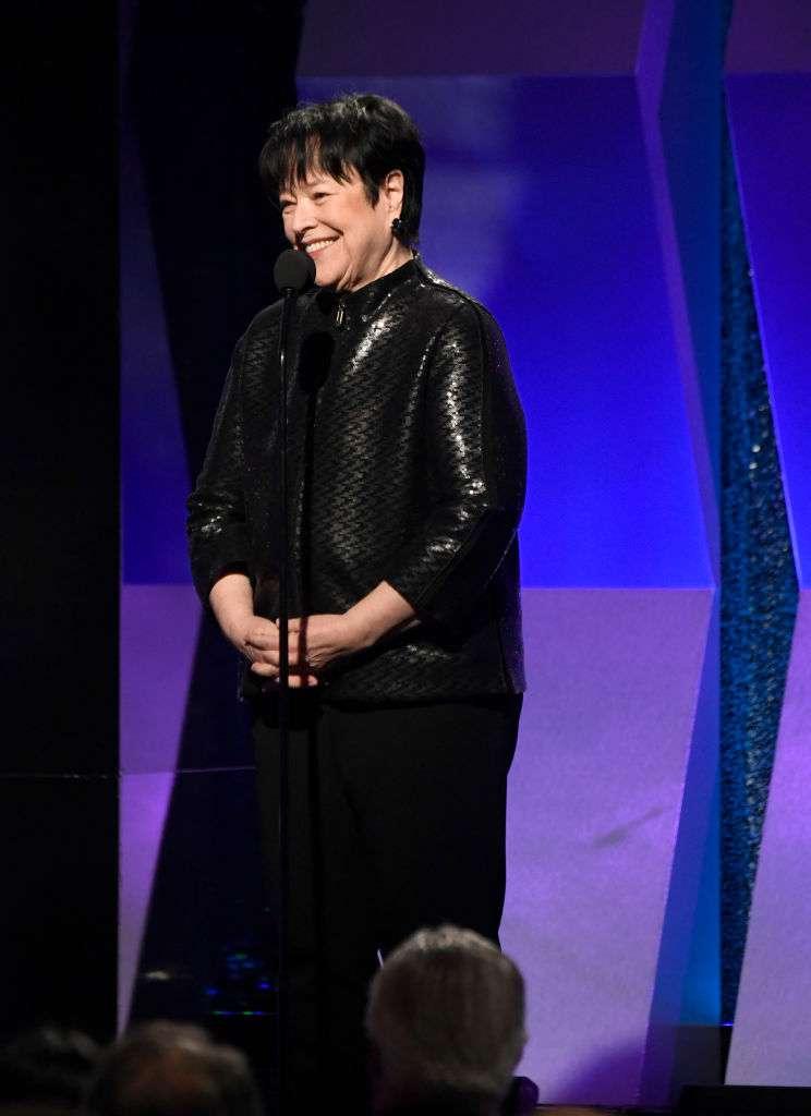 Elle est de retour !  Kathy Bates montre sa fine silhouette dans une veste noire et un ample pantalon aux AARP Awards
