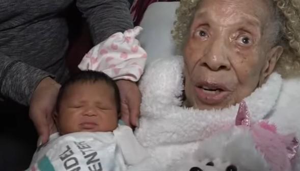 Grabaron a una señora de 105 años cuando conoció a su tataranieta: fue un abrazo de 5 generaciones