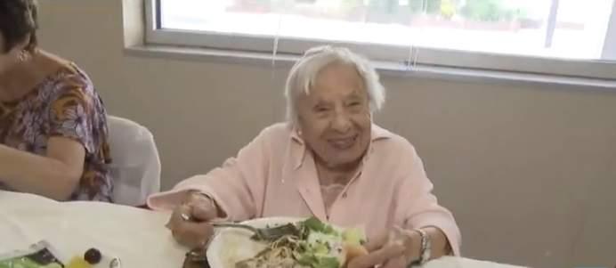 """""""Nunca me casé"""": mujer de 107 años revela que la clave de su longevidad está en la soltería"""