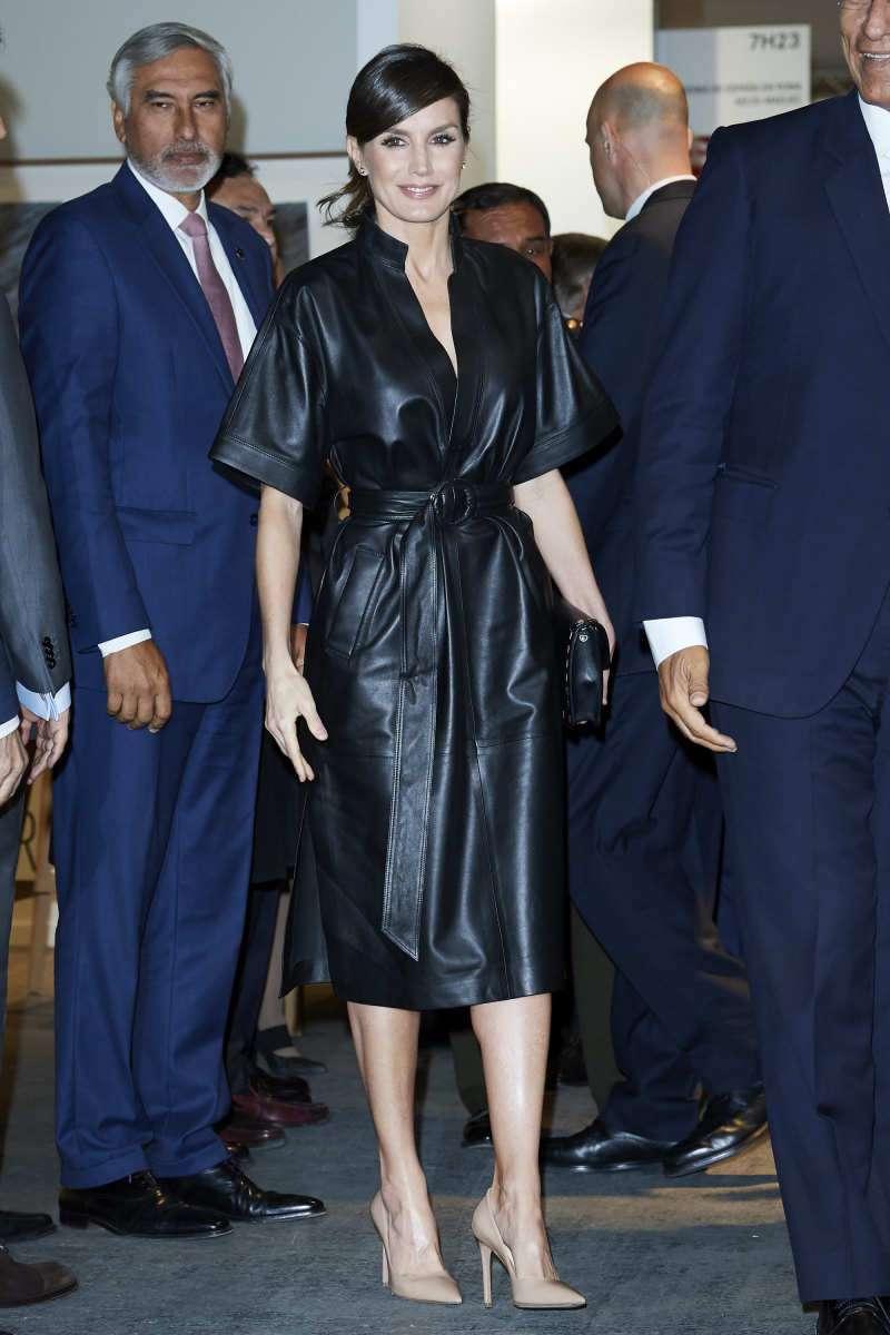 Никто еще не был смелее! Королева Испании предстала в полностью кожаном нарядеqueen letizia