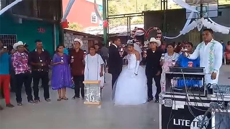 boda, brindis, la boda más triste de México