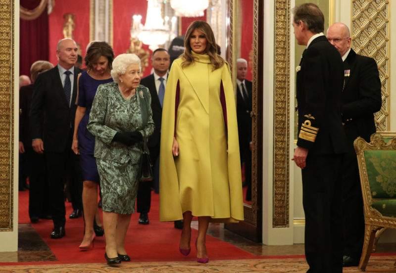 "Fans Mock Melania Trump For Her Outfit In Buckingham Palace: ""She Looks Like Banana""Fans Mock Melania Trump For Her Outfit In Buckingham Palace: ""She Looks Like Banana""Fans Mock Melania Trump For Her Outfit In Buckingham Palace: ""She Looks Like Banana"""