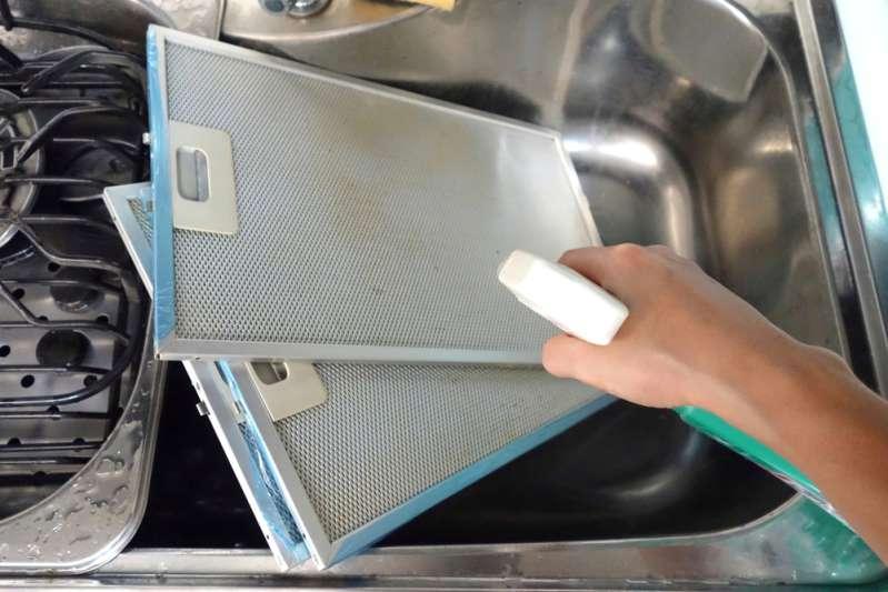 Как быстро и без лишних усилий отмыть вытяжку от жира