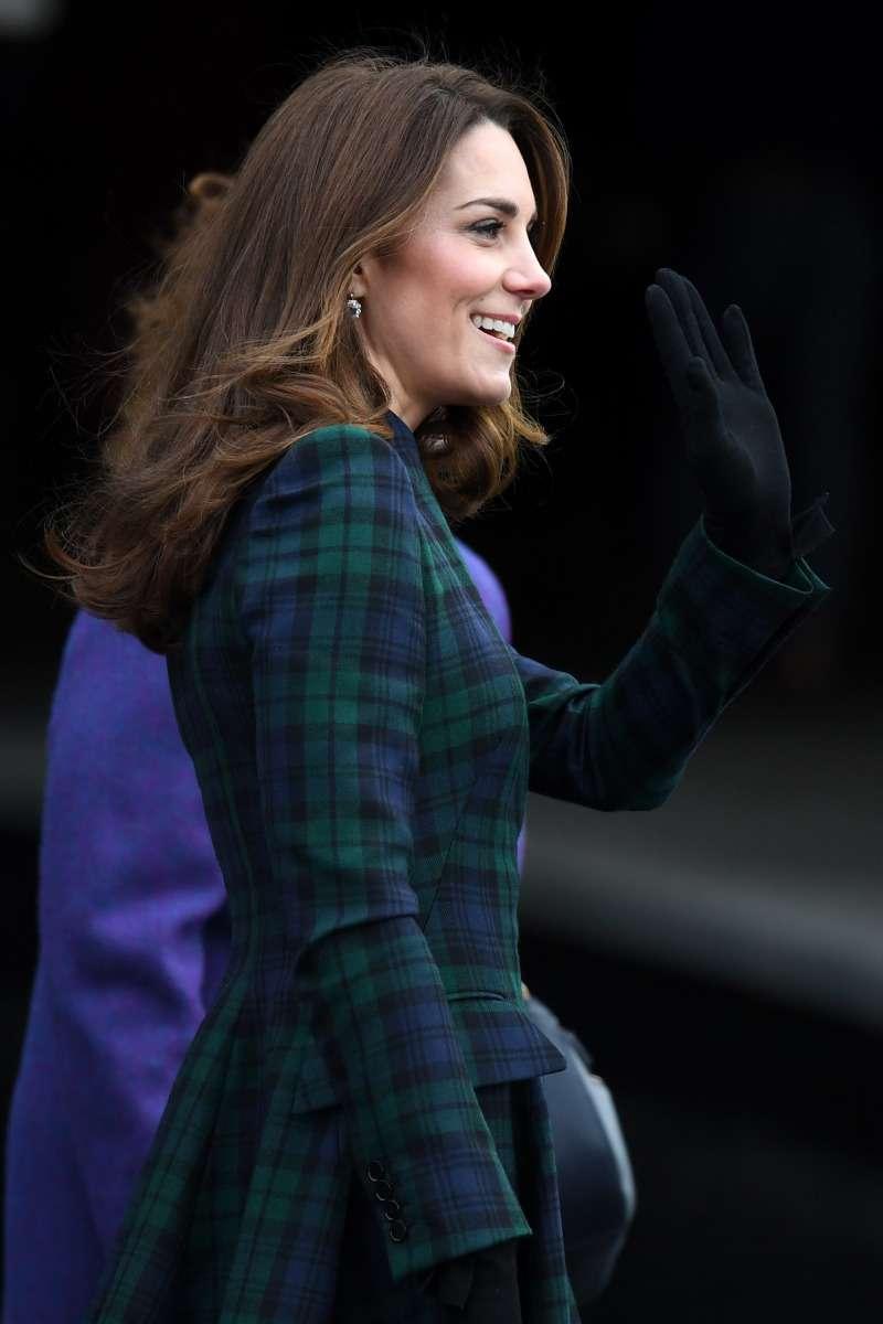 Party-Zeit! Kate Middleton macht sich in einem wunderschönen roten Outfit auf den Weg zum Geburtstag ihrer Mutter Carole