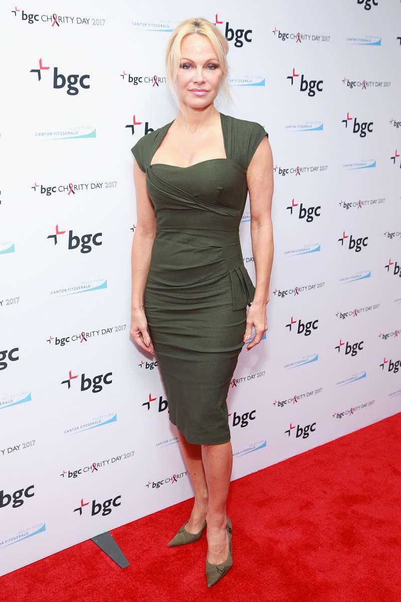De chica atrevida de los 90 a dama elegante: así ha sido la evolución de estilo de Pamela Anderson style