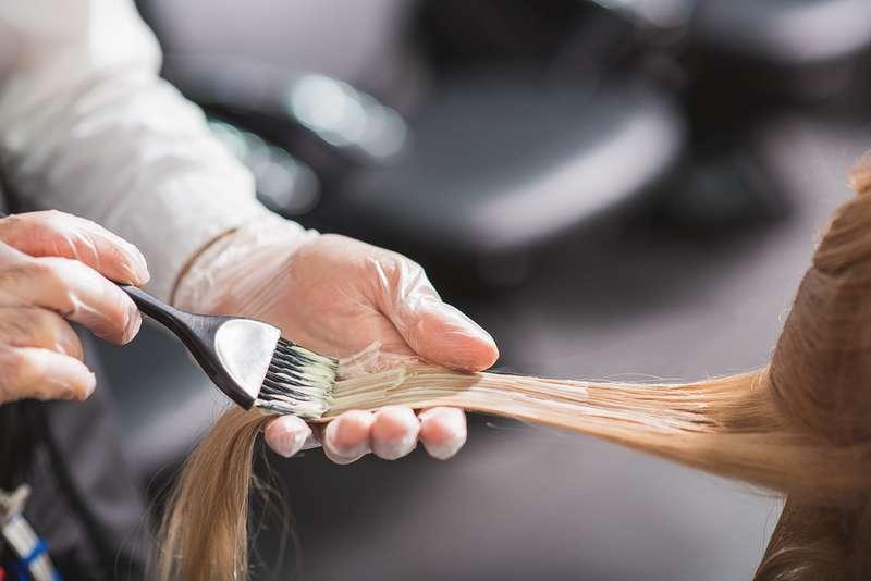 El cabello también envejece. En mujeres de 40 años, podría deberse a las hormonas o al útero