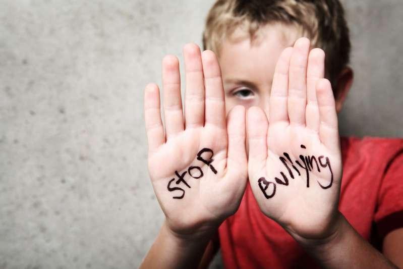 Le cyberharcèlement pousse un garçon de 15 ans au suicide. Les parents blâment l'école pour son absence de réaction