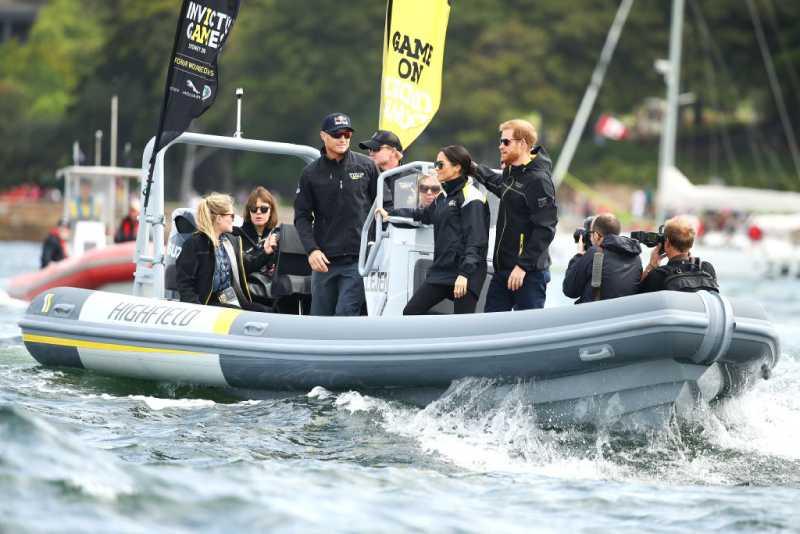 Las vidas de Meghan Markle y de su bebé estuvieron 5 veces en grave peligro durante su viajeMeghan  and Prince Harry  watch the Elliott 7 Team racing final during the Sailing on day two of the Invictus Games Sydney 2018