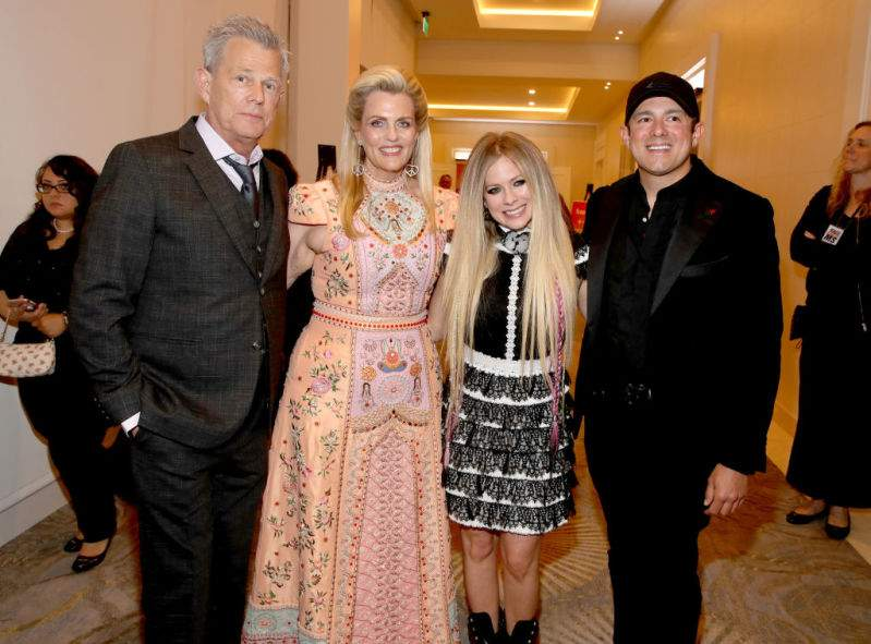 Avril Lavigne dating band lid