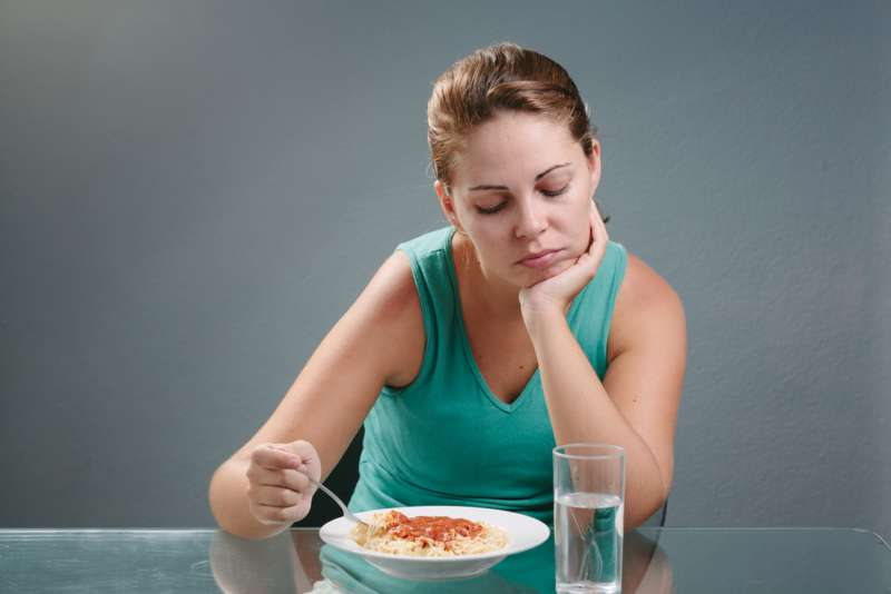 Resultado de imagen para mujer con perdida del apetito