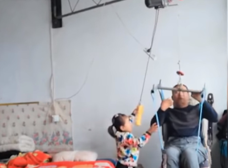 6-Year-Old Girl Has Been Taking Care Of Her Paralyzed Father For Already 2 Years After Her Mother Had Left The Family6-Year-Old Girl Has Been Taking Care Of Her Paralyzed Father For Already 2 Years After Her Mother Had Left The Family6-Year-Old Girl Has Been Taking Care Of Her Paralyzed Father For Already 2 Years After Her Mother Had Left The Family