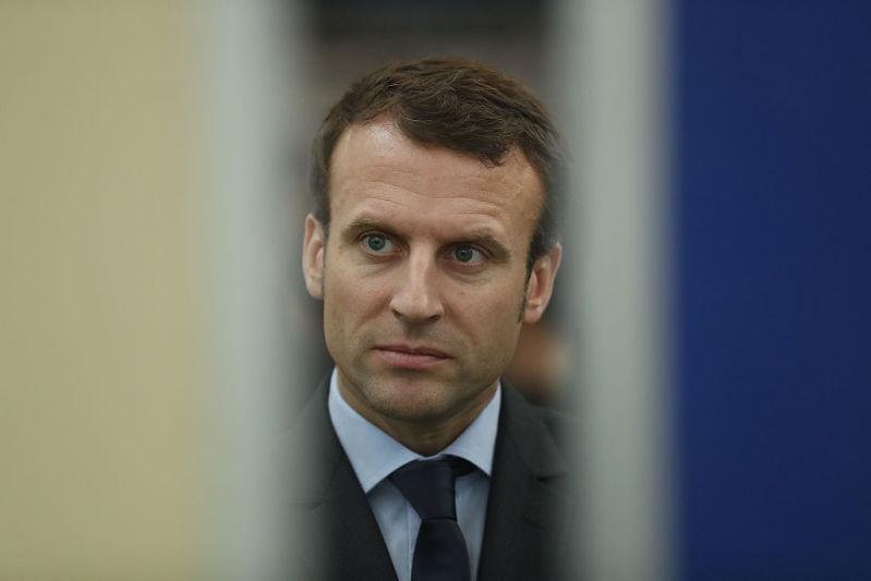 """Trop difficile de gouverner les Français ? Emmanuel Macron fait un """"break"""" car ses proches sont inquiets pour luiTrop difficile de gouverner les Français ? Emmanuel Macron fait un """"break"""" car ses proches sont inquiets pour lui"""