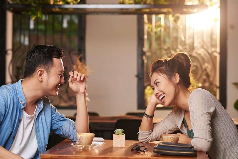 5 fasi di una relazione (ma non tutte le coppie arrivano fino all'ultima)