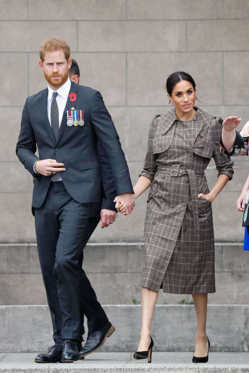 Meghan Markle sous le feu des critiques pour une vilaine habitude. Pourquoi met-elle ses mains dans les poches ?Рrince Harry, Duke of Sussex and Meghan, Duchess of Sussex Leaving the National War Memorial on October 28, 2018 in Wellington, New Zealand