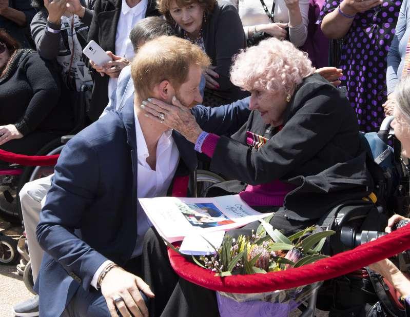 """Meghan a rencontré """"l'autre femme"""" dans la vie du Prince Harry, heureusement tout s'est très bien passé !"""