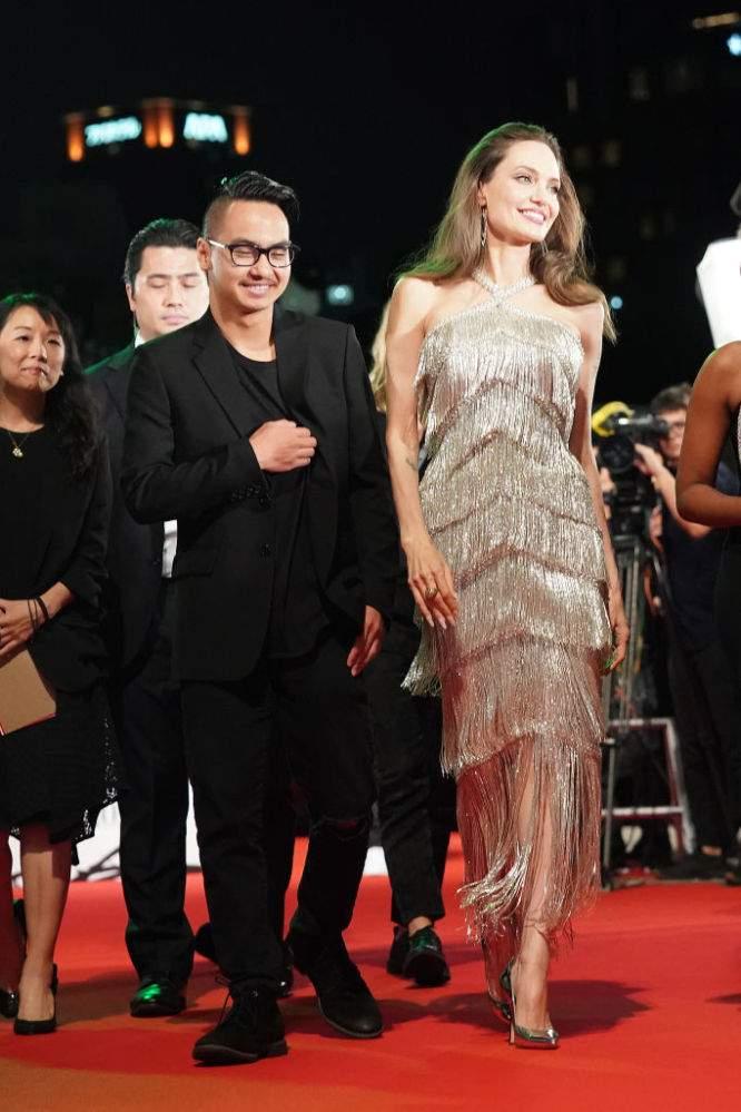 Brad Pitt busca el perdón de su hijo Maddox y habló seriamente con Angelina Jolie para visitarlo, según reporte