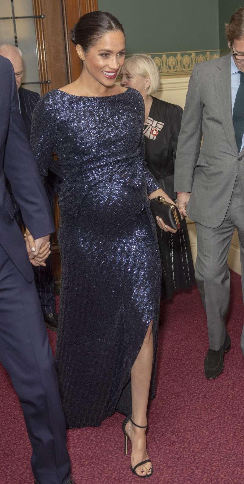 Copiona! La Principessa di Svezia ha indossato lo stesso abito di Meghan Markle. A chi dona di più?