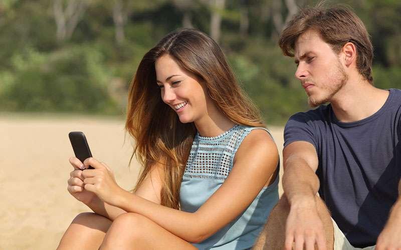 5 señales inequívocas de que estás con un hombre extremadamente celoso y que no te conviene5 señales inequívocas de que estás con un hombre extremadamente celoso y que no te conviene
