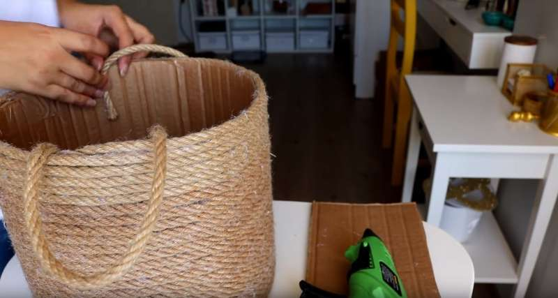 With Just A Cardboard Box, T-Shirt, And Rope, She Managed To Create An Indispensable Home Storage Item