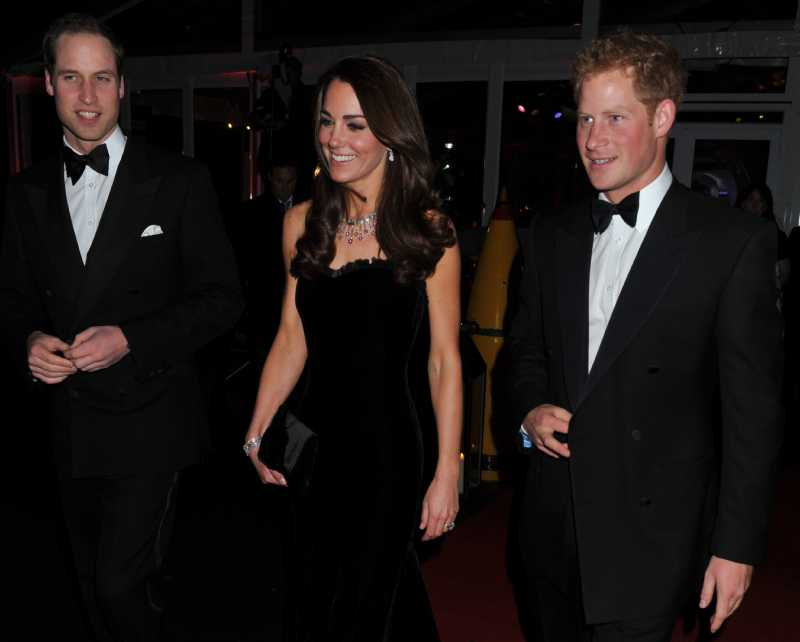 Come Meghan: Kate Middleton scopre le spalle ad un evento ufficialeWilliam, Duke of Cambridge, Catherine, Duchess of Cambridge and Prince Harry attend The Sun Military Awards at Imperial War Museum