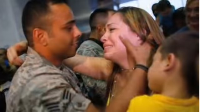 Touching! Five Soldiers Sing Their Version Of Coming Home And Have A Crowd Of Over 2 Million In Tears
