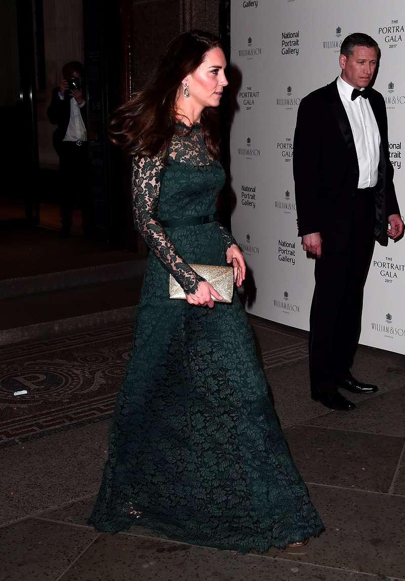 Kate Middleton è apparsa in un vestito di pizzo verde, dimostrando di poter indossare davvero di tutto