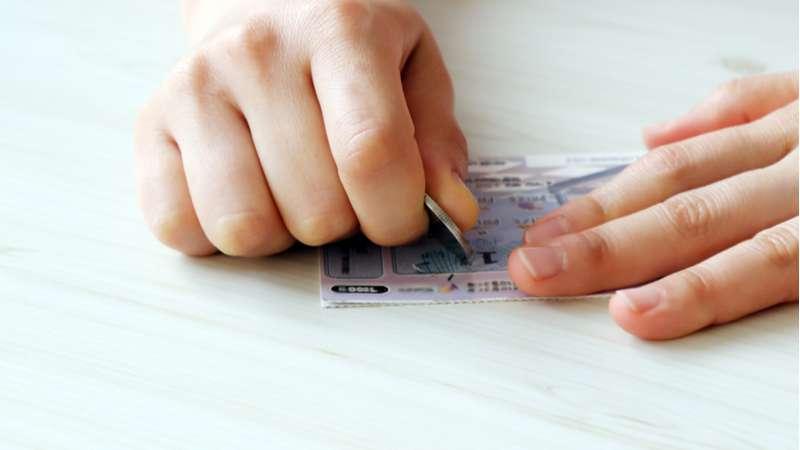Sin preocupaciones: joven de 24 años ganó una lotería que le otorga $12.000 al mes por 30 años