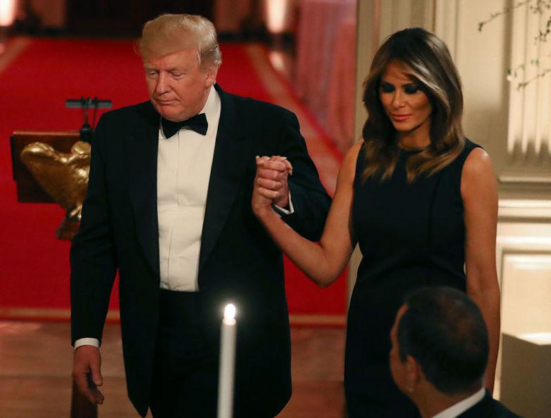 Каковы чувства Дональда к Мелании Трамп? 3 трогательных нюанса с ужина Исторической ассоциации Белого дома