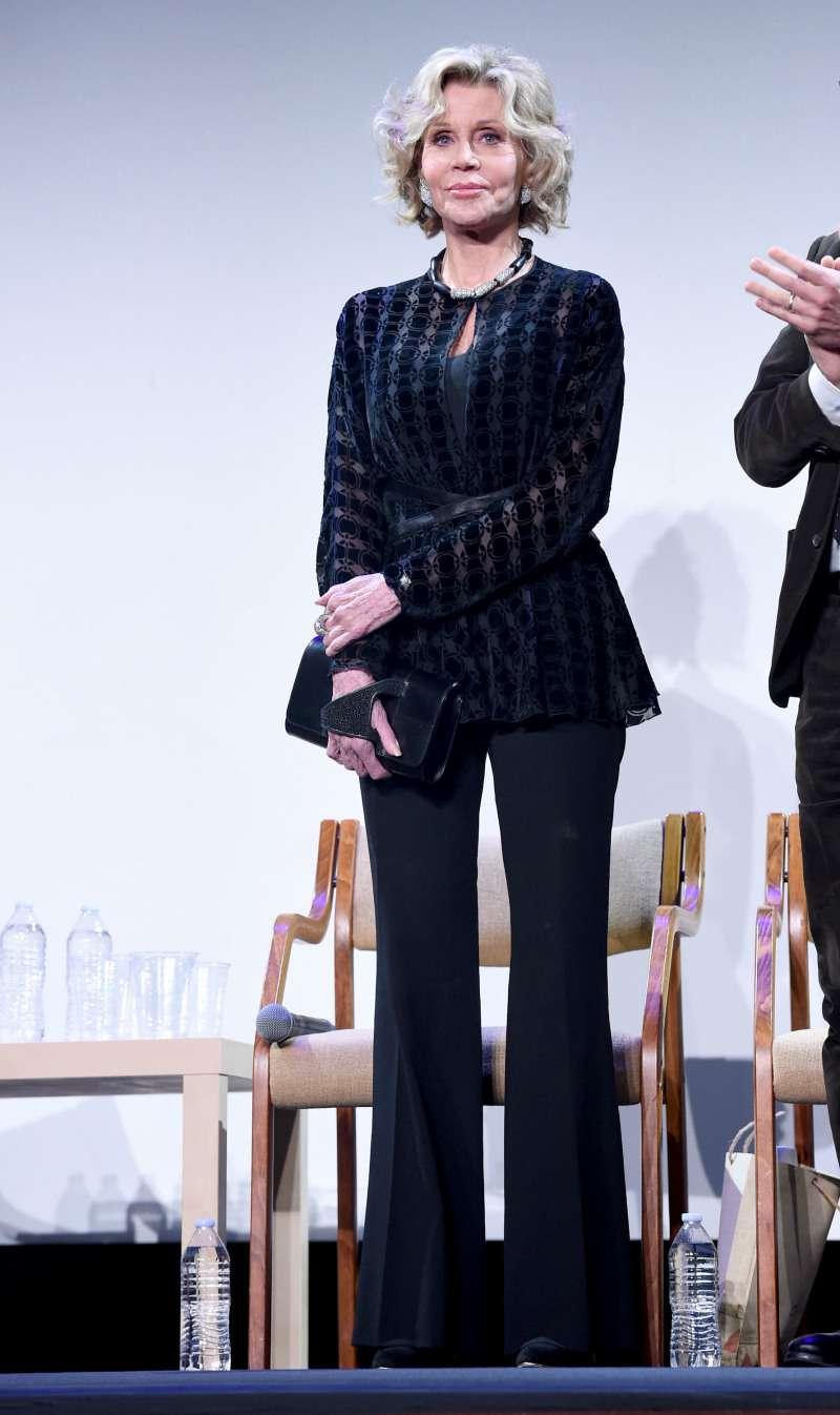 В 81 Джейн Фонда выглядит лет на 20 моложе, и ее секреты красоты доступны каждой!