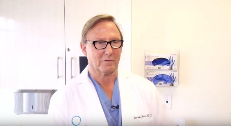 Une adolescente désespérée réclame a sa mère des implants mammaires, un chirurgien accepte de l'aidererandeeny valencia,breast implant surgery, dr. burr von maur