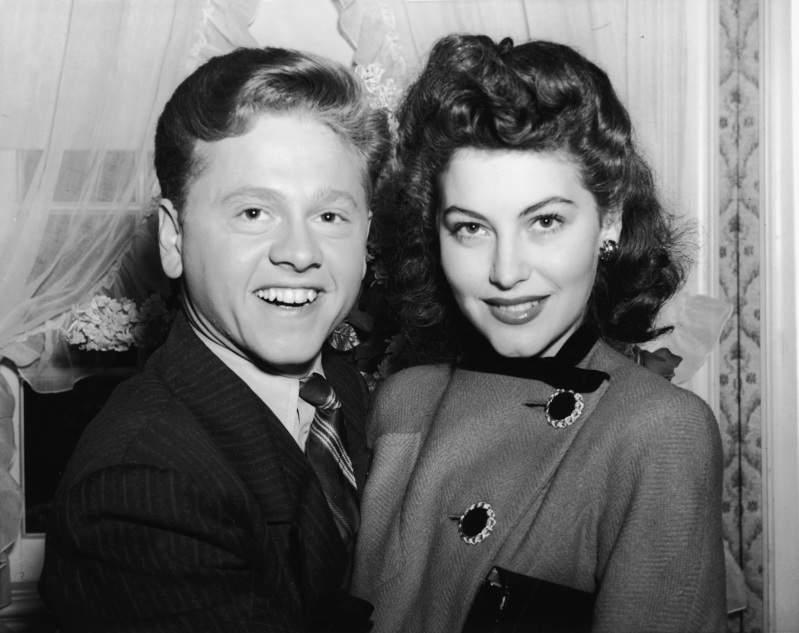Mickey Rooney amó a su octava esposa por 36 años, pero la sacó de su testamento antes de fallecer