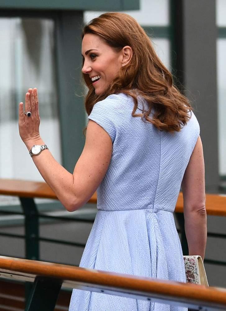 La duchessa brillante! Meghan Markle possiede due orologi con diamanti di Cartier del valore di $6.433 e $3,507, mentre la modesta Middleton ne possiede solo uno da $5.033