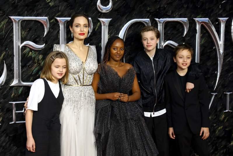 Un père désespéré : Brad Pitt aurait contacté Angelenia Jolie pour qu'elle le laisse revoir son fils Maddox, selon la presse