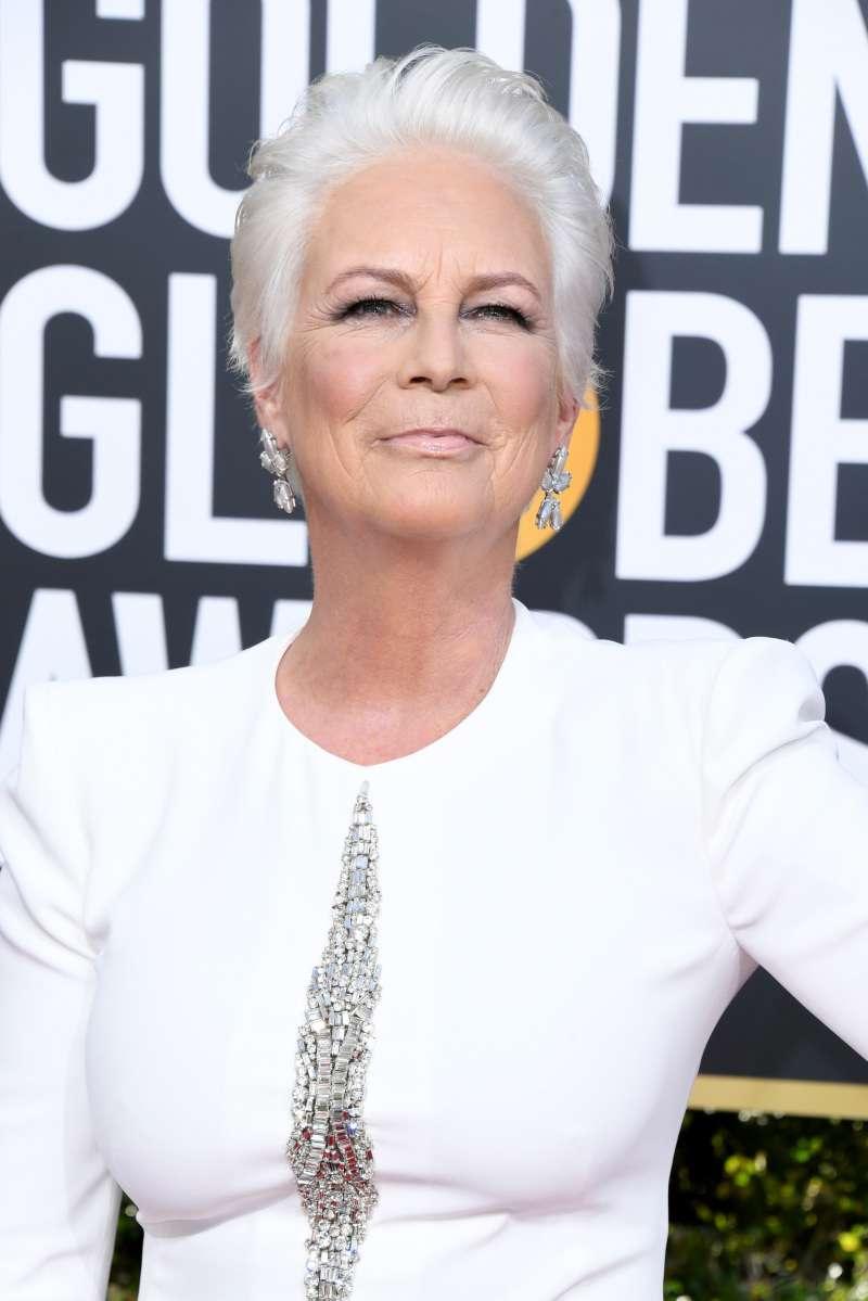 """Jamie Lee Curtis enloqueció a los presentes con un conjunto """"blanco total"""" en los Globos de Oro 2019"""