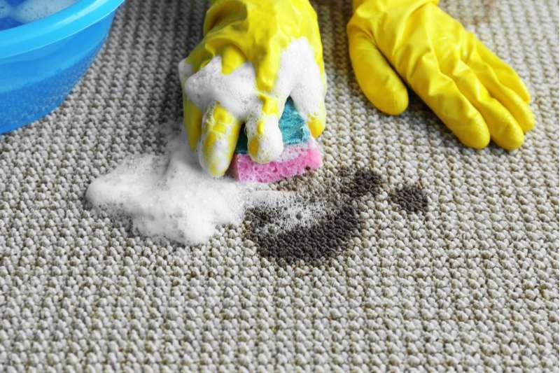 Как вывести пятна от сажи на ковре фото