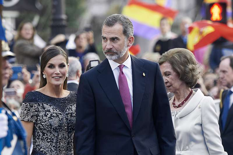 Borrowed From Mom-In-Law? Queen Letizia Was Spotted Wearing A Copy Of Queen Sofía's 1980 Attire