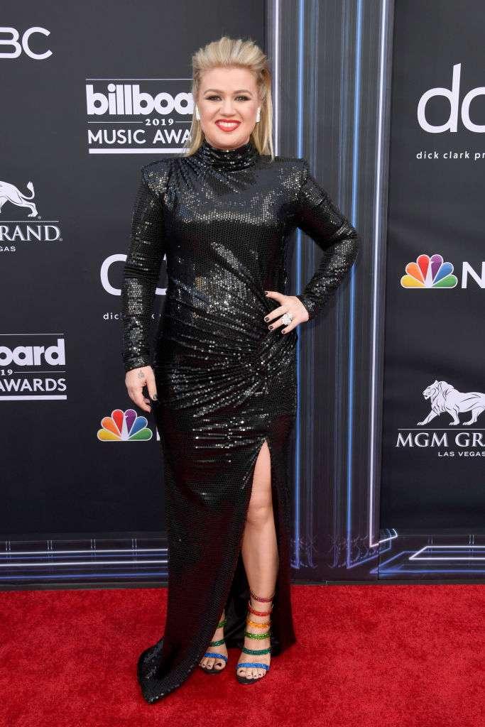 La chanteuse Kelly Clarkson a été opérée en urgence juste après avoir présenté les Billboard Music Awards