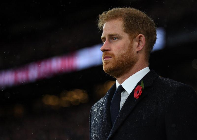 Le prince Harry demande un moment privé avec un garçon de 12 ans qui s'effondre en évoquant son père