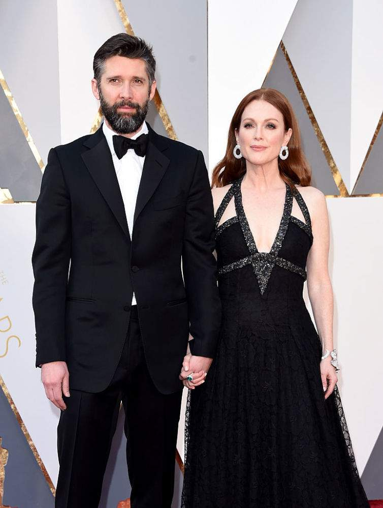"9-Year Age-Gap Between Actress Julianne Moore And Younger Husband Bart Freundlich Never Affected Their Love: ""Age Evaporated Over Time""9-Year Age-Gap Between Actress Julianne Moore And Younger Husband Bart Freundlich Never Affected Their Love: ""Age Evaporated Over Time"""