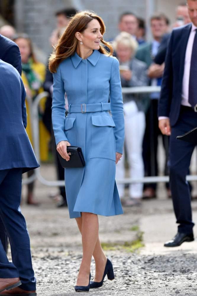 """Herzogin Kate ist """"zeitlos und elegant"""" in blauem Alexander McQueen-Mantel bei der Namensgebung des """"Boaty McBoatface"""" Schiffs"""