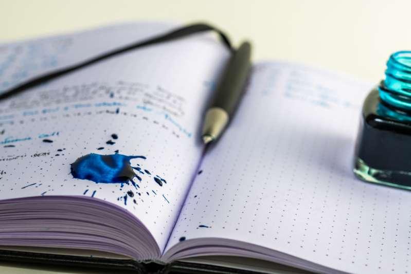 Niemand hat uns erklärt, dass das blaue Ende des Radiergummis gar keine Tinte entfernen kann
