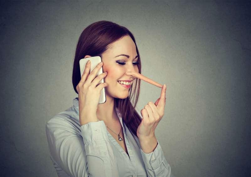Engañosas y embusteras: los 4 signos zodiacales que esconden a las mujeres más infieles