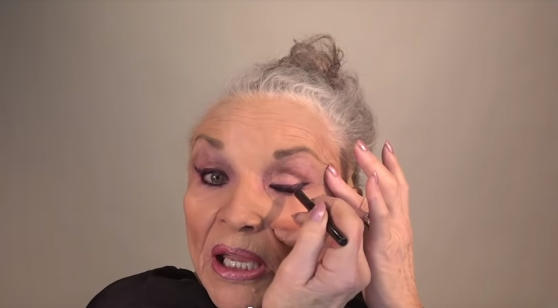Famous Makeup Artist's Mom, 78, Showed Her Everyday Makeup. With It On, She'll Look Gorgeous Even At 100!