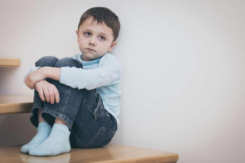 """Un garçon n'a pas pu parler pendant 6 ans, jusqu'à ce qu'un dentiste découvre qu'il avait la """"langue attachée""""Un garçon n'a pas pu parler pendant 6 ans, jusqu'à ce qu'un dentiste découvre qu'il avait la """"langue attachée"""""""