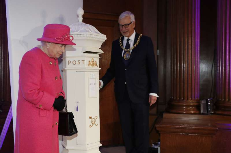 Pretty In Pink: The Queen Looks Absolutely Adorable In A New Outfit For Her Wedding AnniversaryPretty In Pink: The Queen Looks Absolutely Adorable In A New Outfit For Her Wedding Anniversarythe queen arrives at the event